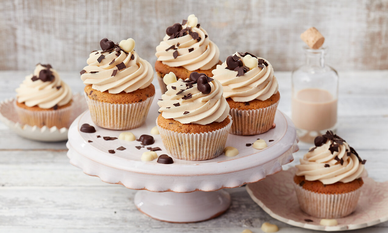 cupcakes mit baileysr topping